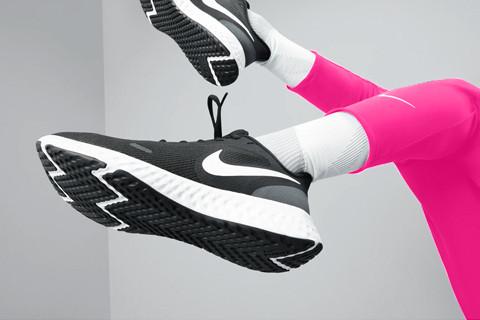 Descopera noutatile de primavara din colectia Nike pentru adulti si copii